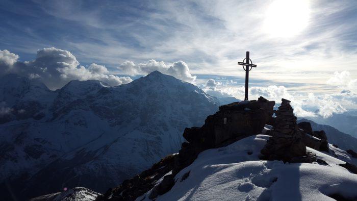Gipfelkreuz welches die Zielverwirklichung symbolisiert